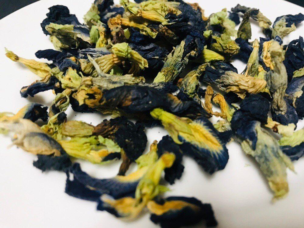 蝶豆花花部可被當成天然食用色素,卻「不可以吃」。圖/讀者提供