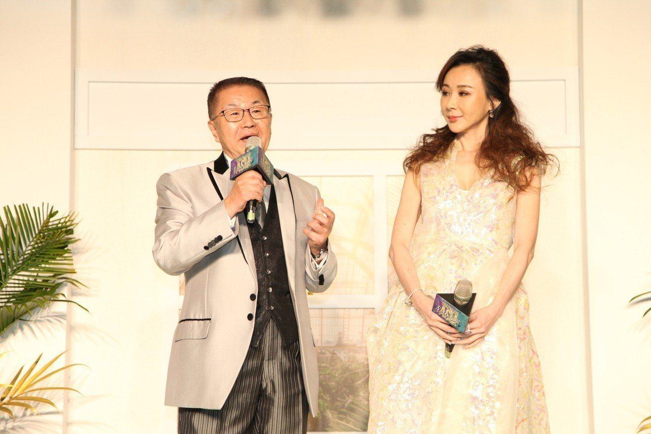 微風集團執行常董岡一郎(左)與藝人蕭薔今(10日)晚出席微風之夜。微風/提供