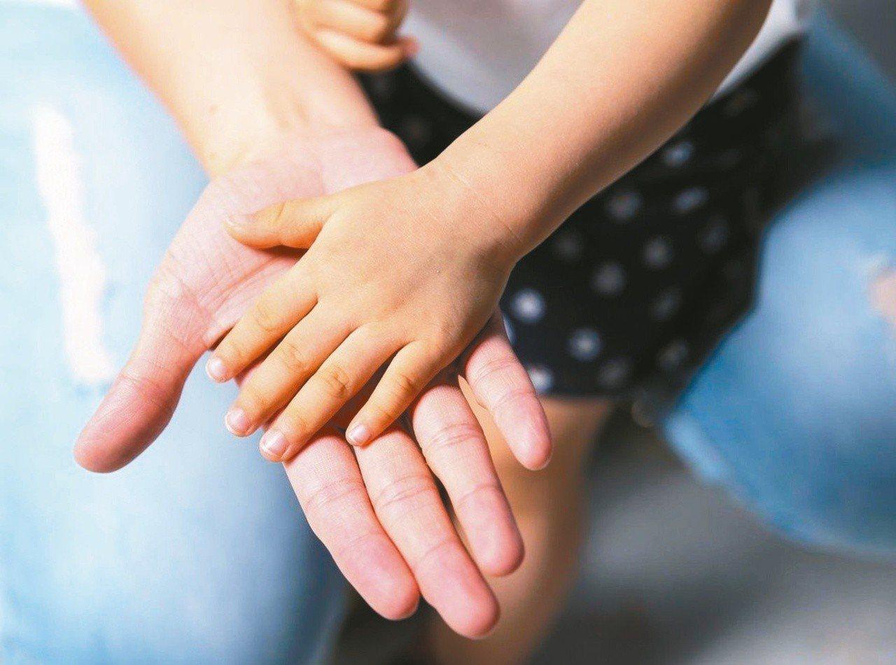 母親節將至,民間調查發現台灣女性中離職場的三大原因都和當媽媽有關。圖為示意圖。 ...