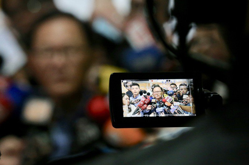 國民黨台北市長候選人丁守中(中)提出選舉無效訴訟,二審台灣高等法院日前辯論終結,訂於17日宣判,無論最後判贏判輸都定讞,不得上訴、不得提起再審。聯合報系資料照/記者林伯東攝影