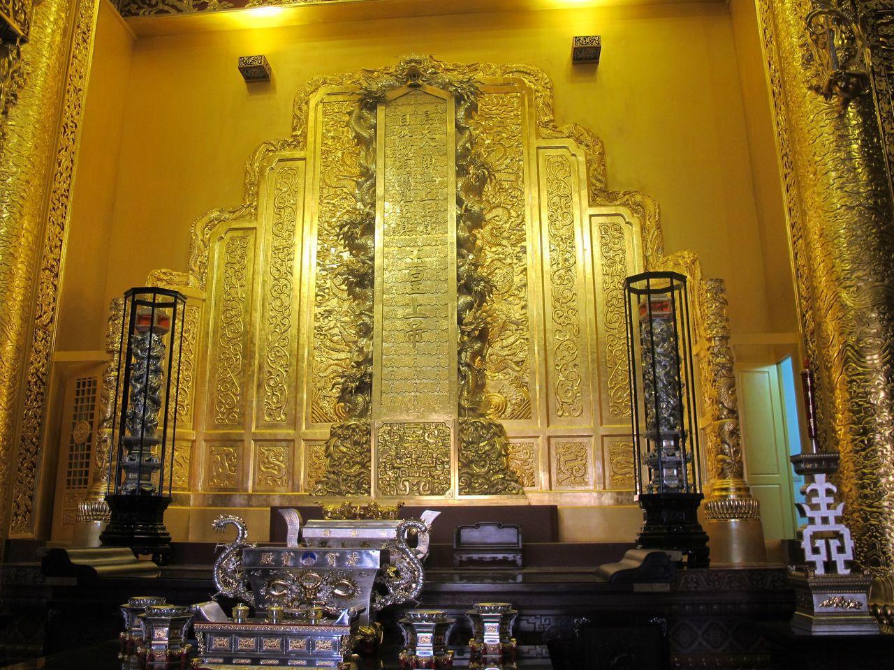 玉皇大帝是「玉皇大天尊玄穹高上帝」的俗稱,圖為南鯤鯓代天府凌霄寶殿內,6.6公尺...