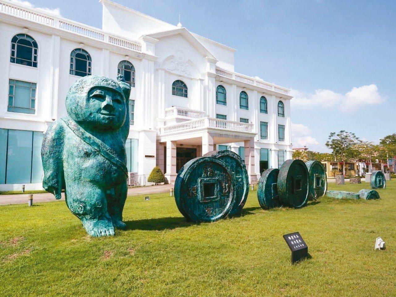王慶祥成立大新美術館,提供藝術家創作基地與策展空間。 大新美術館/提供