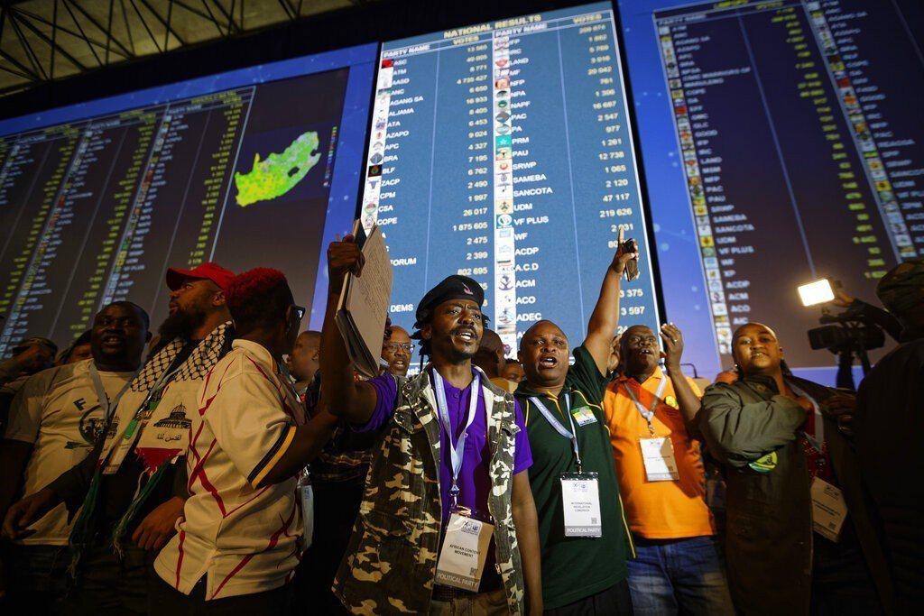 南非國會大選,初步結果顯示執政的非洲國民國大黨(ANC)處於領先地位,但得票率顯...