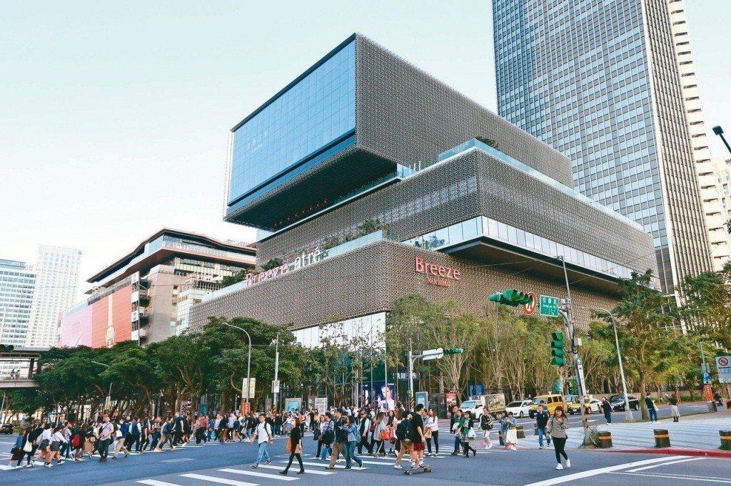 圖為台北信義區百貨公司微風南山外觀。 聯合報系資料照/記者杜建重攝影