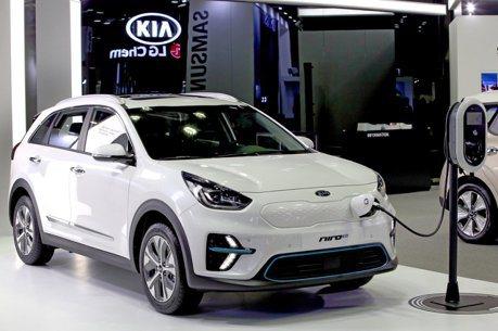 黃金交叉! BNEF:2040年逾半新車將是電動車