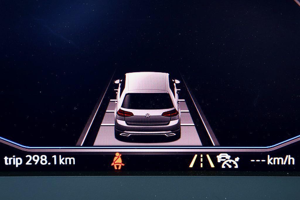 主動式車道修正輔助、車道維持及偏移警示系統加上ACC主動式固定車距巡航控制系統,...