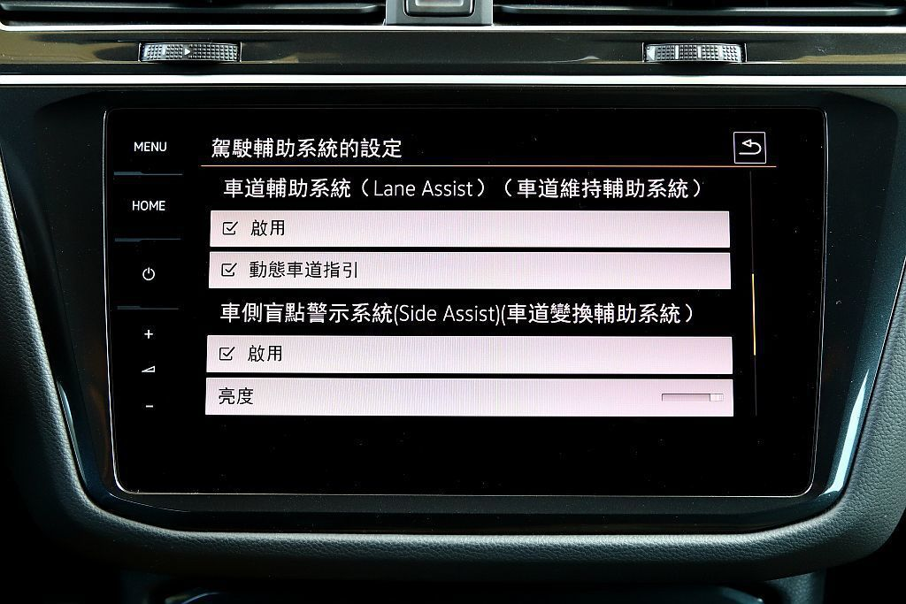 福斯IQ.DRIVE智能駕駛輔助系統,當中包括主動式車道修正輔助、車道維持及偏移...