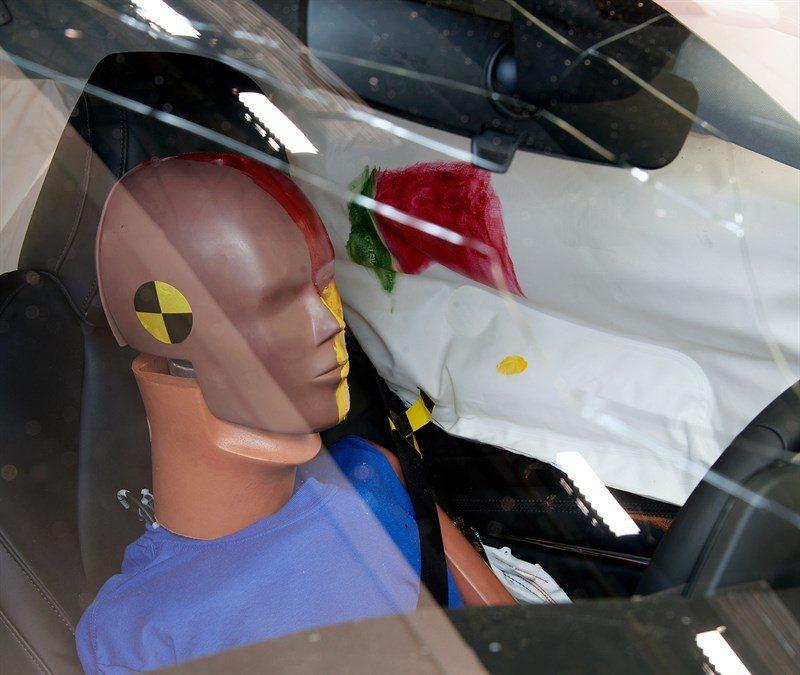 側面撞擊 (Side)─駕駛座部位。 摘自IIHS