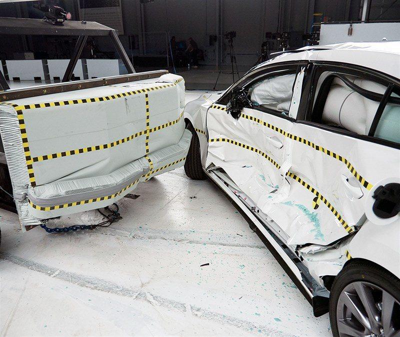 新世代Mazda3在側面撞擊測試中,雖然有些微的美中不足,但不影響最終的評鑑結果...