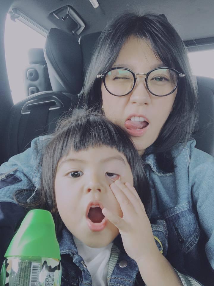 賈靜雯與Bo妞。圖/摘自臉書