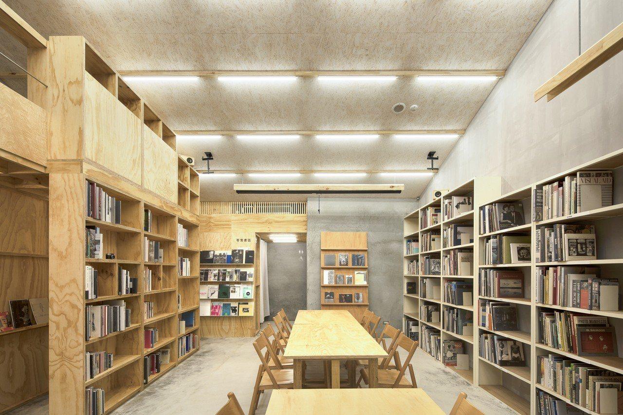 「Lightbox攝影圖書室」是民間自主發起、非營利的攝影專門圖書館。圖/Lig...