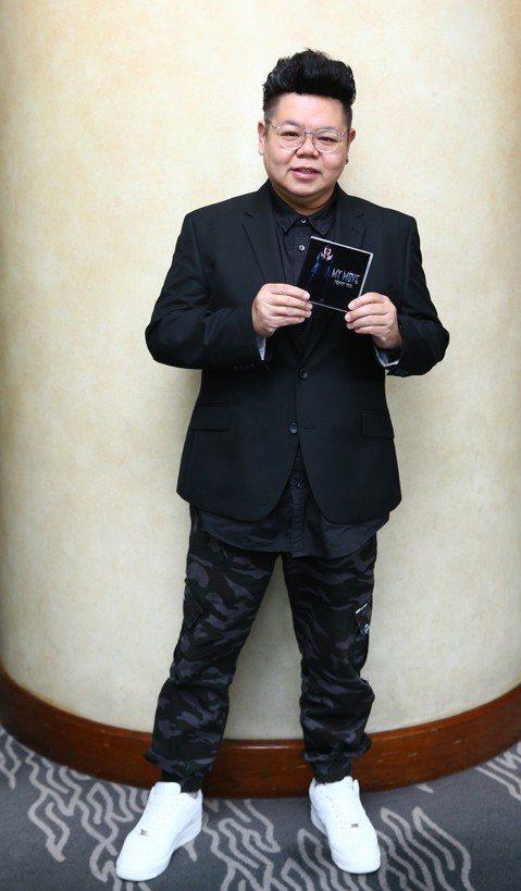 香港演員易智遠Tony入行超過 20多年,過去總以搞笑、反派角色居多的他,還因體型圓滾滾,有港劇「御用肥仔」封號,最近他首次跨界當歌手,趁著推出新單曲「My  Move」之際特地來台宣傳,為了當唱跳...
