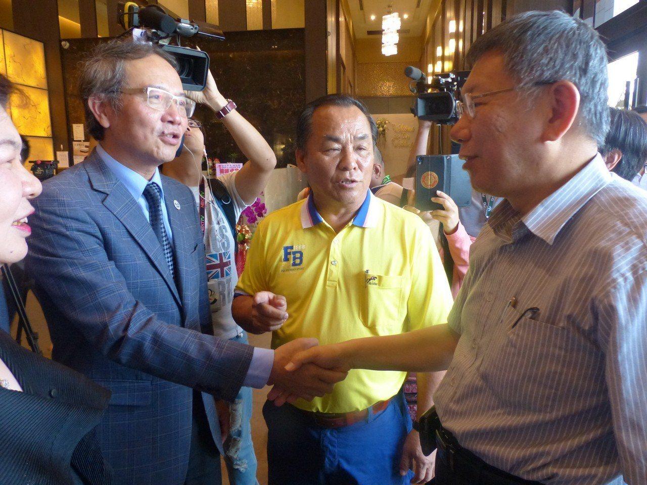 台北市長柯文哲今天上午應彰化縣中小企業協會邀請,以「城市治理」為題發表演講,受到...