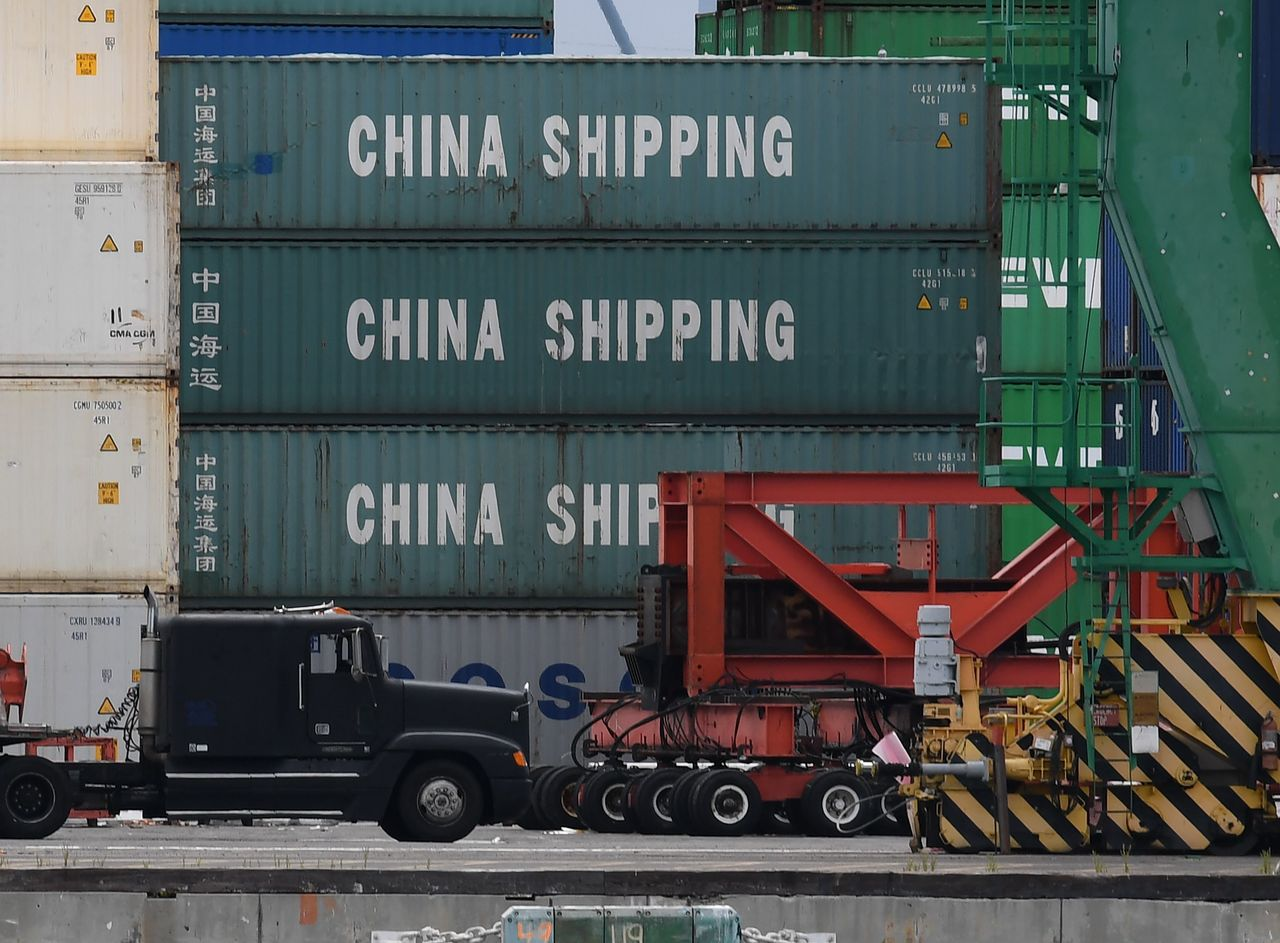 美國加州長灘10日裝卸的中國貨櫃。美中新一輪貿易談判10日結束,沒有達成任何協議...
