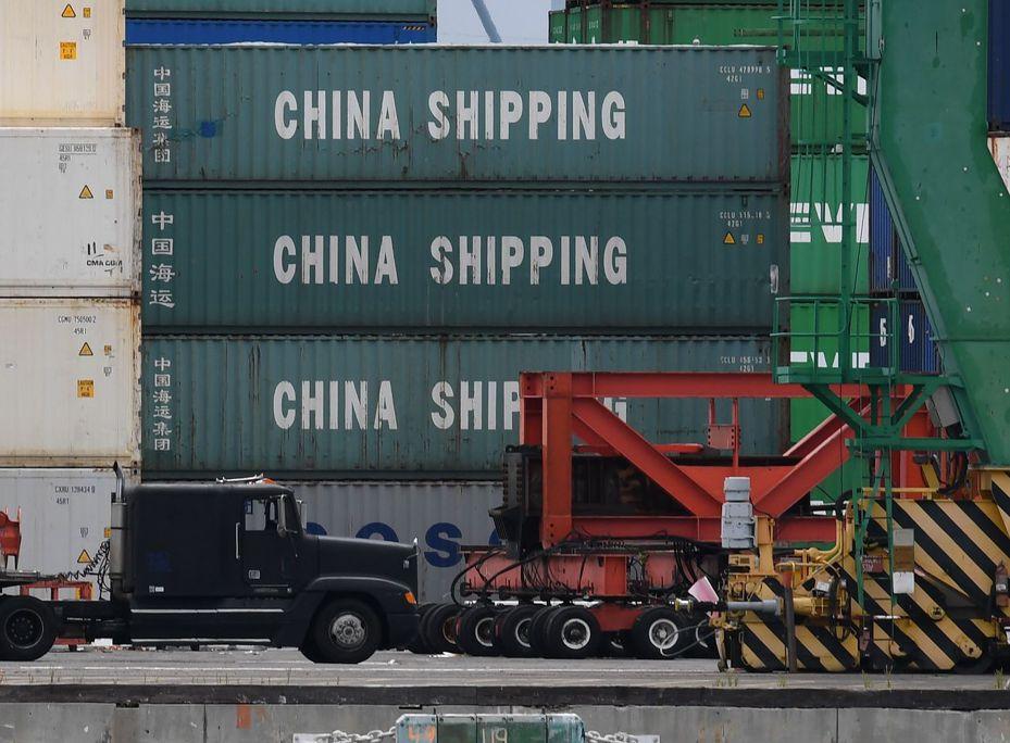 美國加州長灘10日裝卸的中國貨櫃。美中新一輪貿易談判10日結束,沒有達成任何協議。美方已下達通牒,若1個月內雙方未達協議,所有中國輸美商品都將被課關稅。法新社