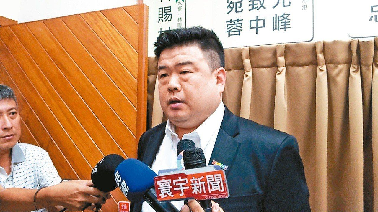 民進黨高雄市議員簡煥宗今天決定關閉臉書,減少社會對立。本報資料照片