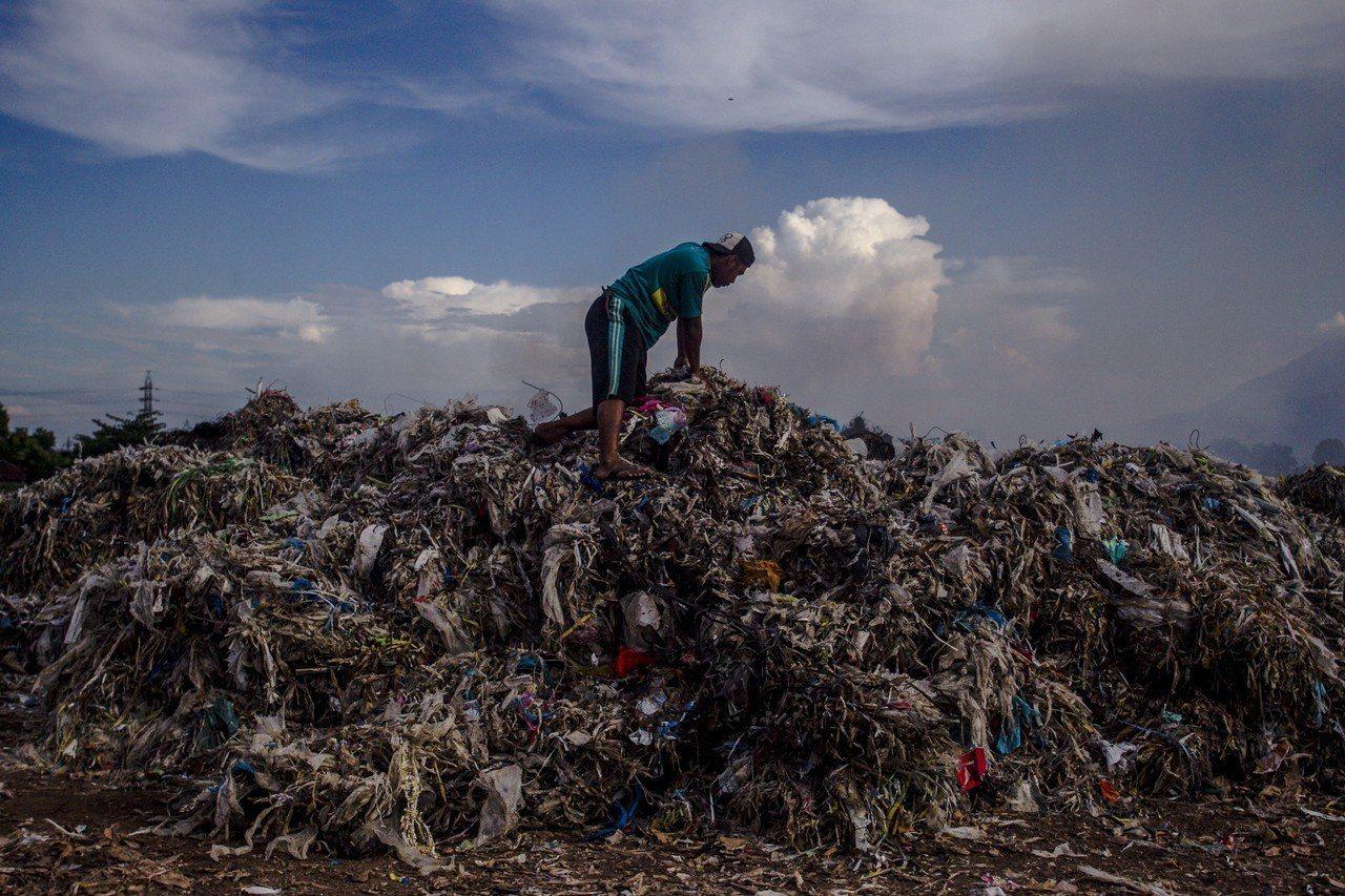 印尼進口的塑膠垃圾。歐新社