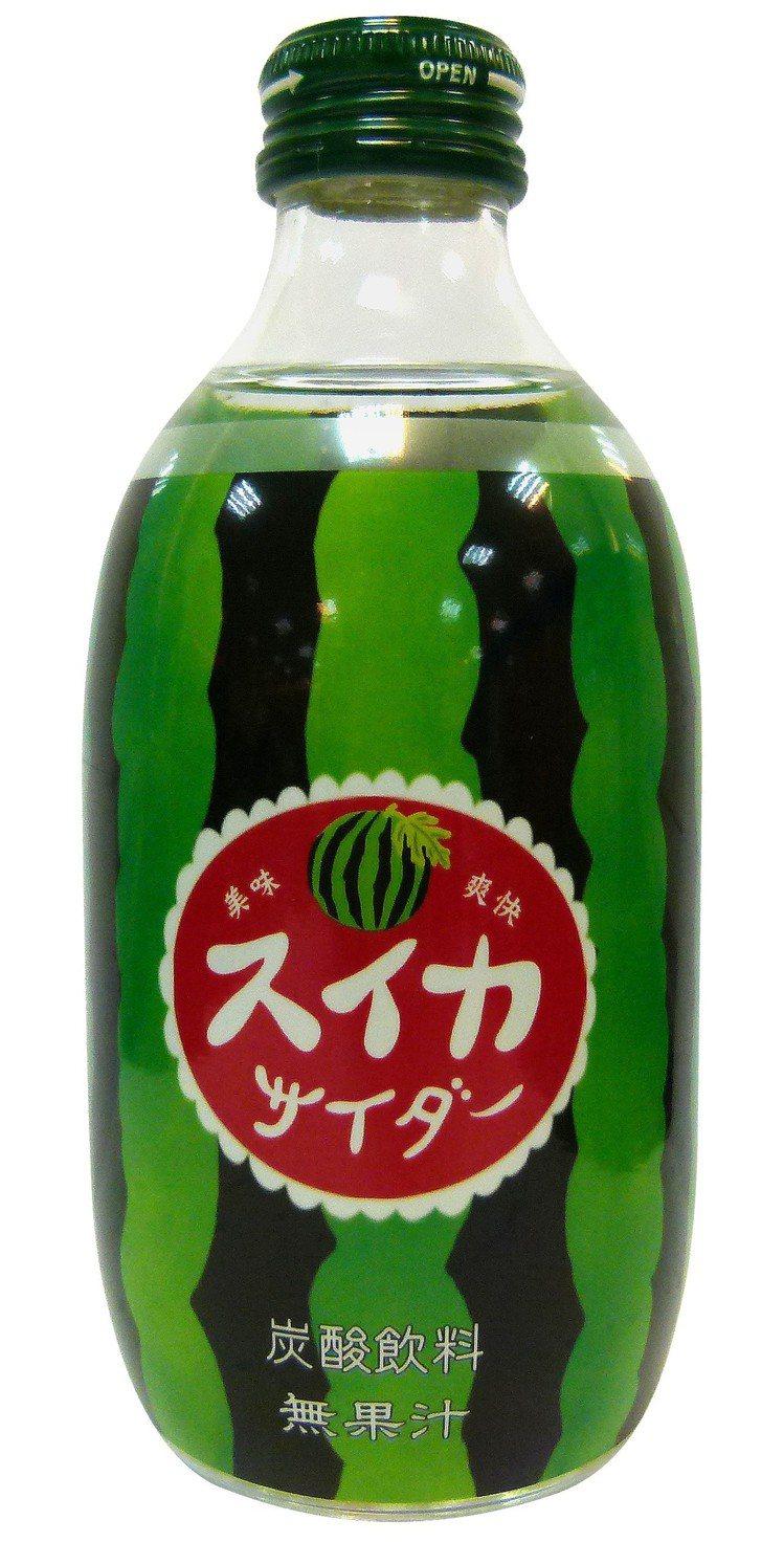 日本進口西瓜風味汽水,售價49元,全家便利商店為超商獨家上市,限量2.4萬瓶。圖...