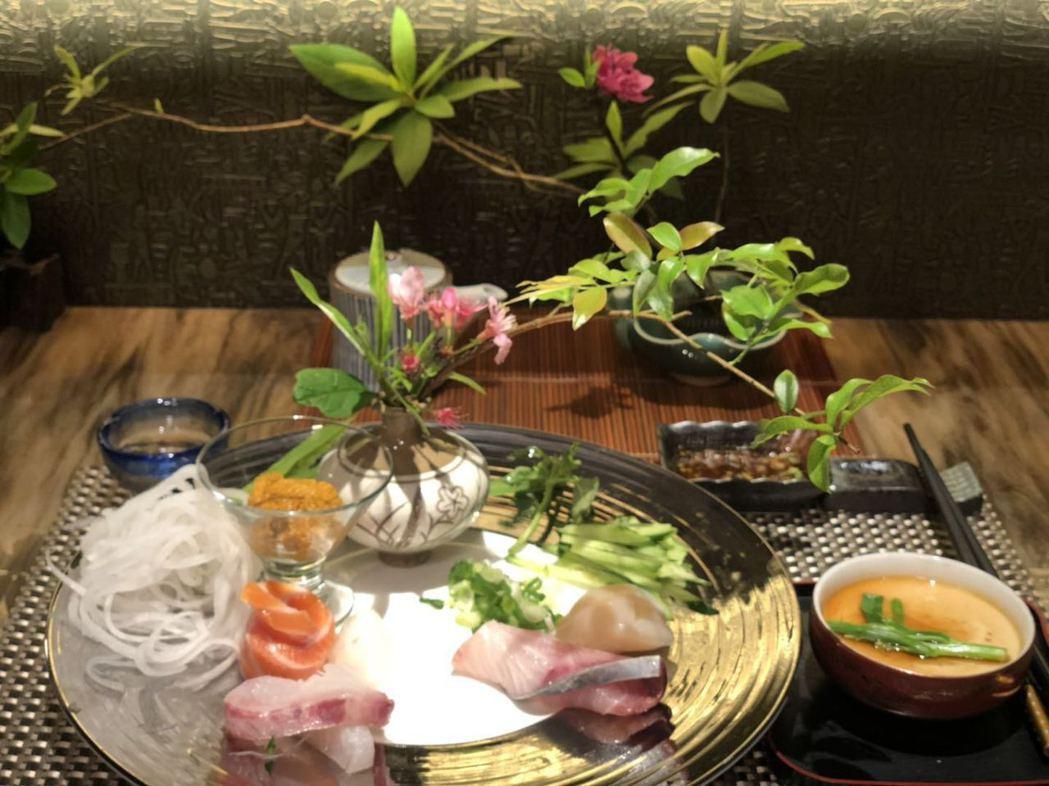 王傳一的岳母李瑞美,不僅廚藝、花藝佳,每道料理都是藝術品。圖/嚞娛樂提供