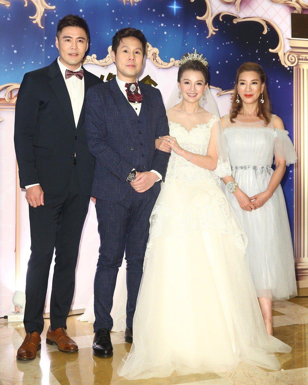 劉至翰和楊繡惠擔任江泳錡的男女儐相。記者林伯東╱攝影