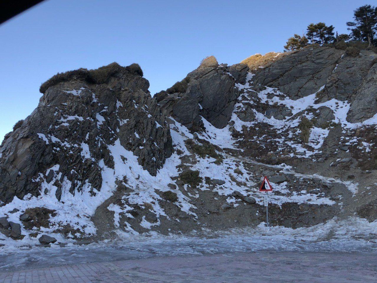 武嶺停車場因為結冰地面受損,13日起將封閉整修。記者江良誠/攝影