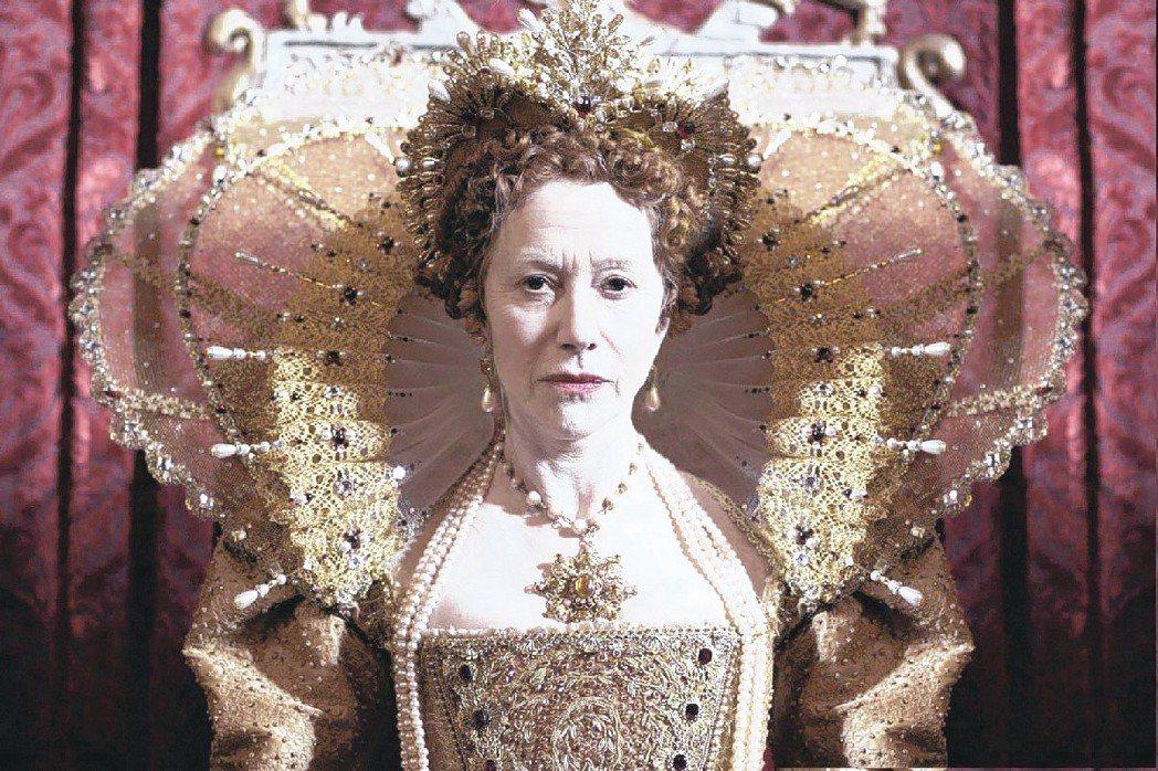 海倫米蘭的伊莉莎白一世造型盡顯浮誇風格。圖/報系資料照片