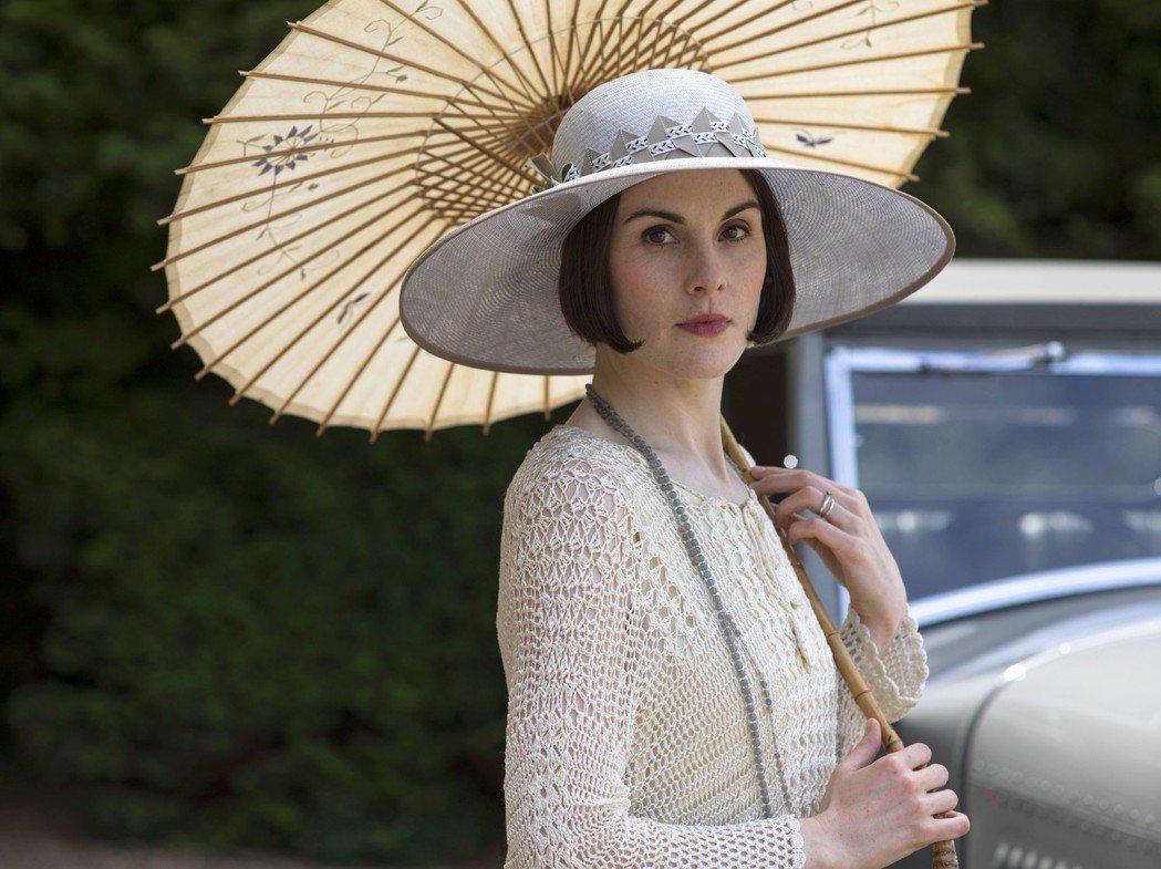 「唐頓莊園」大小姐的造型是1920年代最潮、最時髦的風格。圖/摘自imdb
