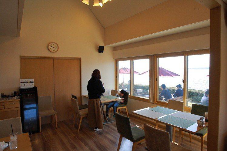 柔和舒適的室內用餐區。記者陳睿中/攝影