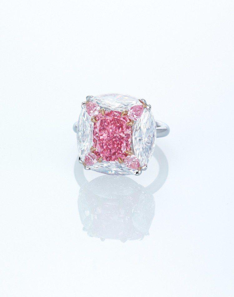 The Bubble Gum Pink鑽戒,主石為3.44 克拉鮮彩紫粉紅色/I...