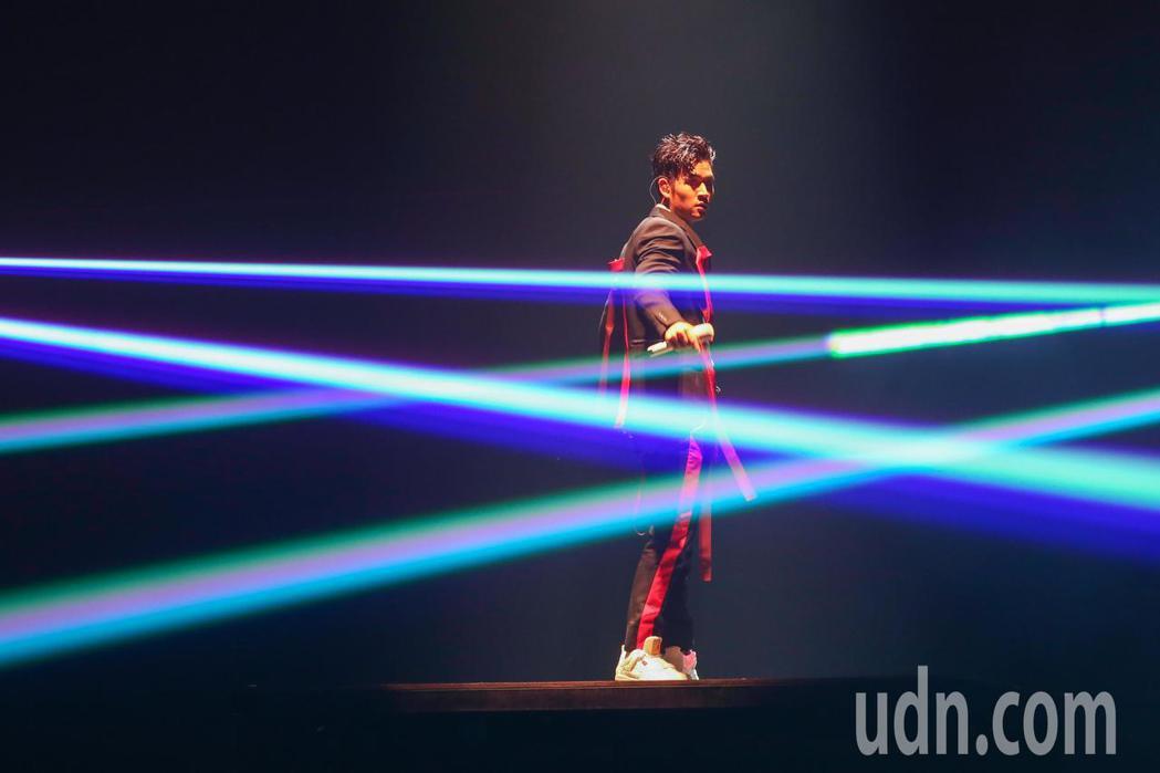 周興哲今天在台北小巨蛋舉辦《你,好不好》亞洲巡迴演唱會台北站,這也是他首度攻蛋。...