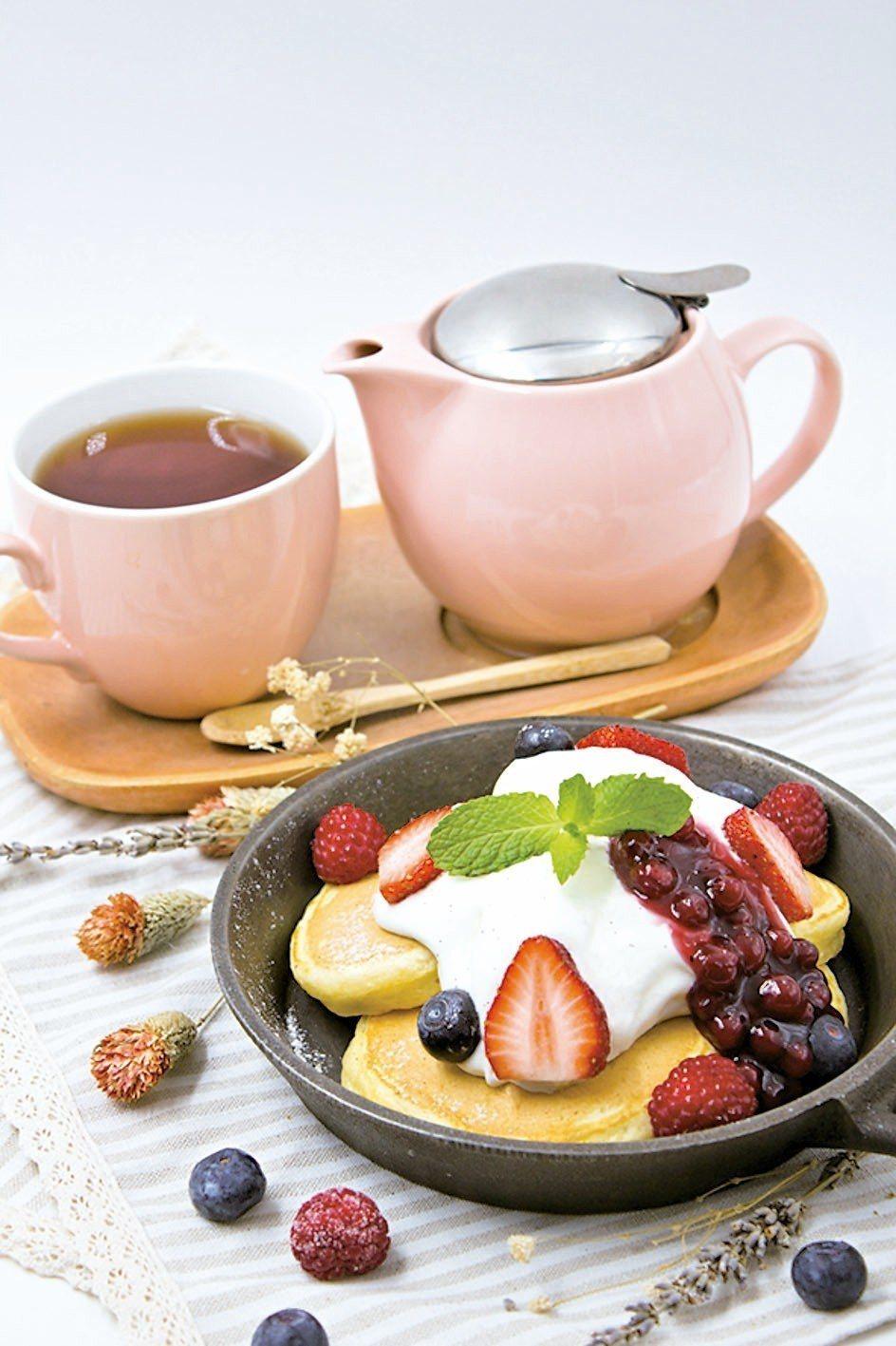 台北統一時代百貨杏桃莓果鮮奶霜鬆餅,售價330元。 圖/統一時代提供