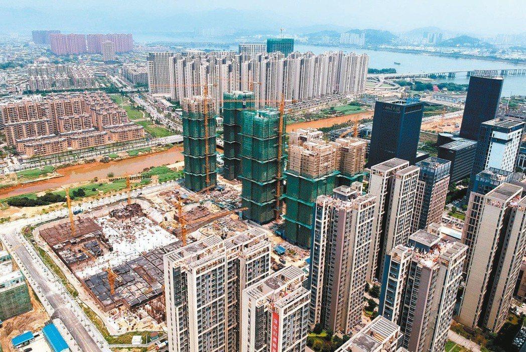 大陸房市回暖,房價漲幅擴大。圖為福州市區。 (中新社)