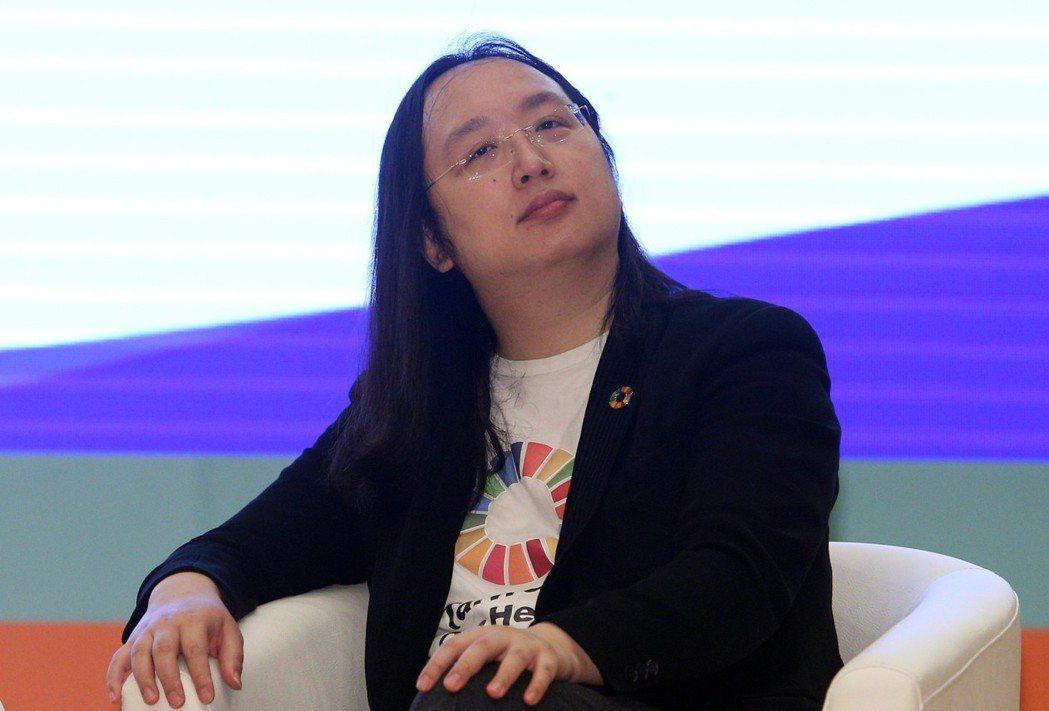 行政院數位政委唐鳳主持「有溫度的科技創新」座談。記者劉學聖/攝影