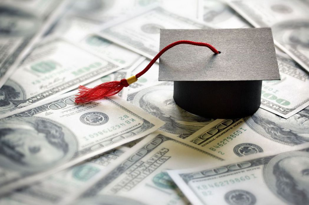 美國大學生學貸壓力沉重,平均一位大學生負擔約台幣86萬元學貸。 (網路圖片)