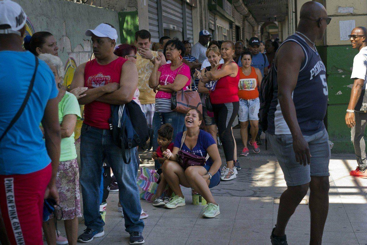 古巴限購日用品,歸咎美貿易禁運。 美聯社
