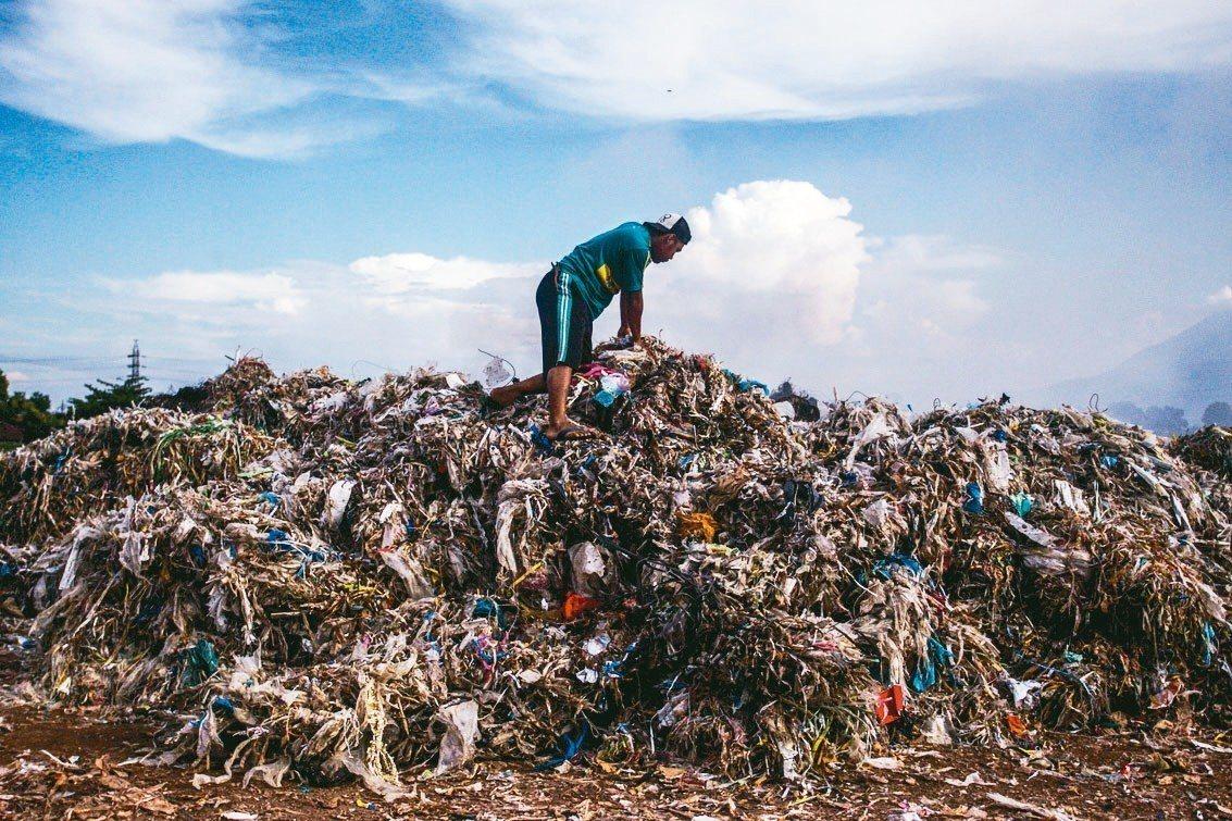 印尼進口的塑膠垃圾。 歐新社