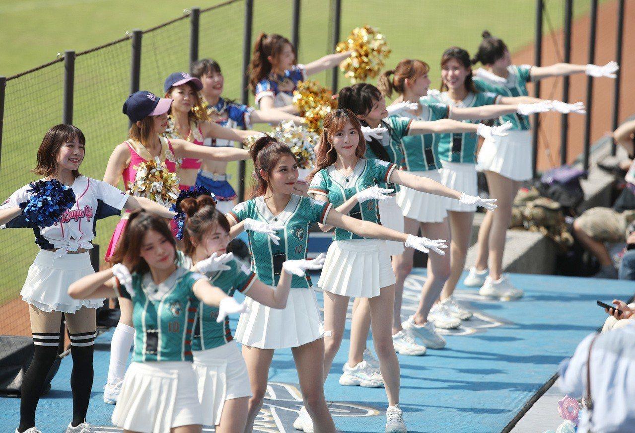 中華職棒Lamigo桃猿隊12日母親節在桃園主場出賽,並舉辦主題活動「YOKOS...