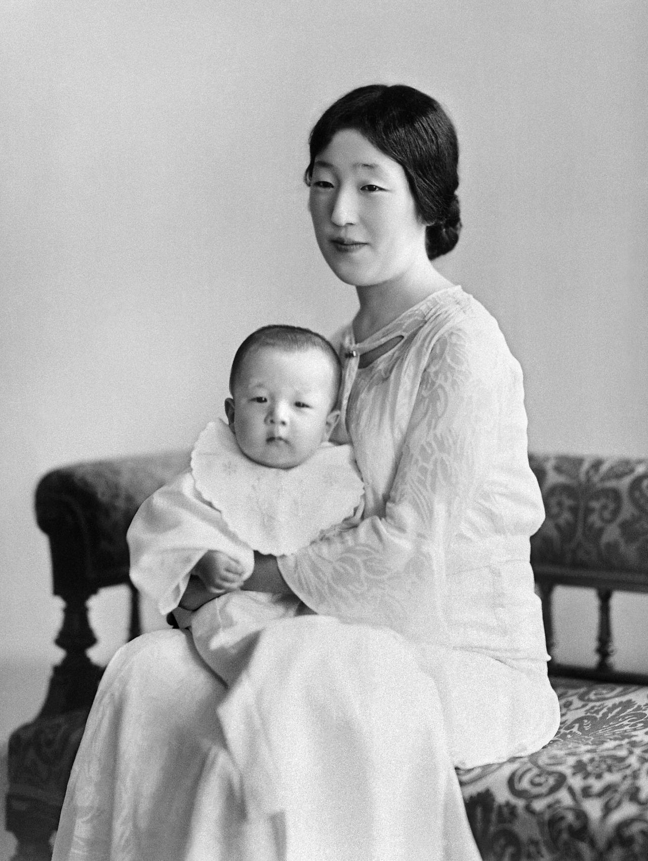 日本婦女組織一度把香淳皇后的生日定為母親節,但至近數十年日本人已跟隨西方在5月慶...