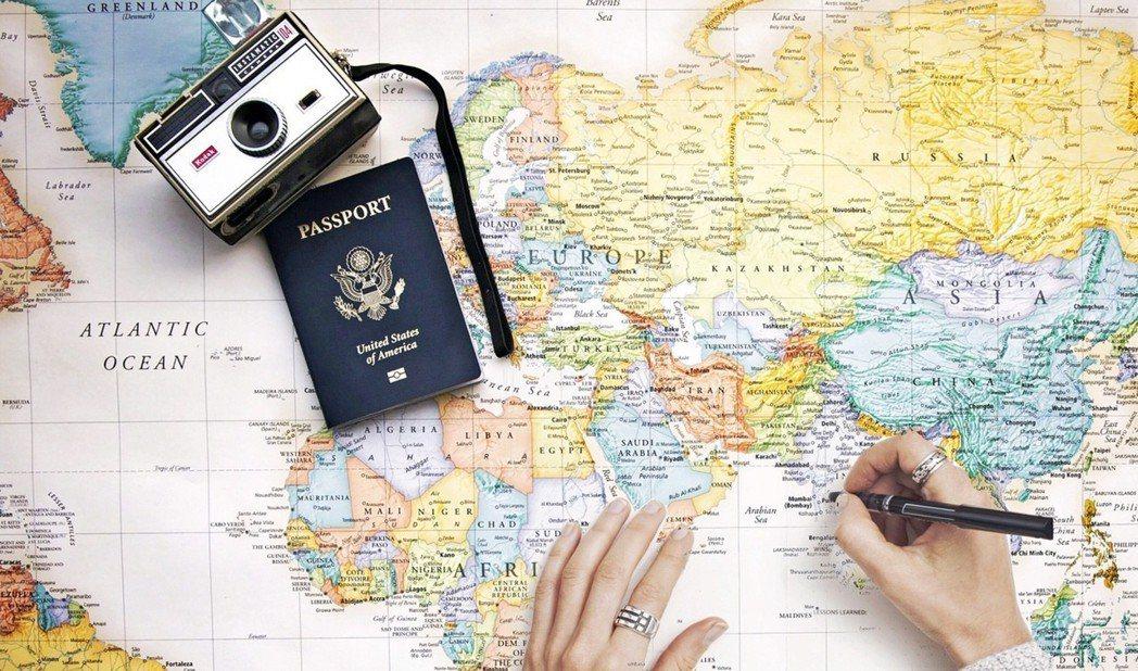 倘若客人不想跟著「旅遊諮詢師」走透透,可以隨時脫隊,當然也可以隨時透過手機通訊軟...