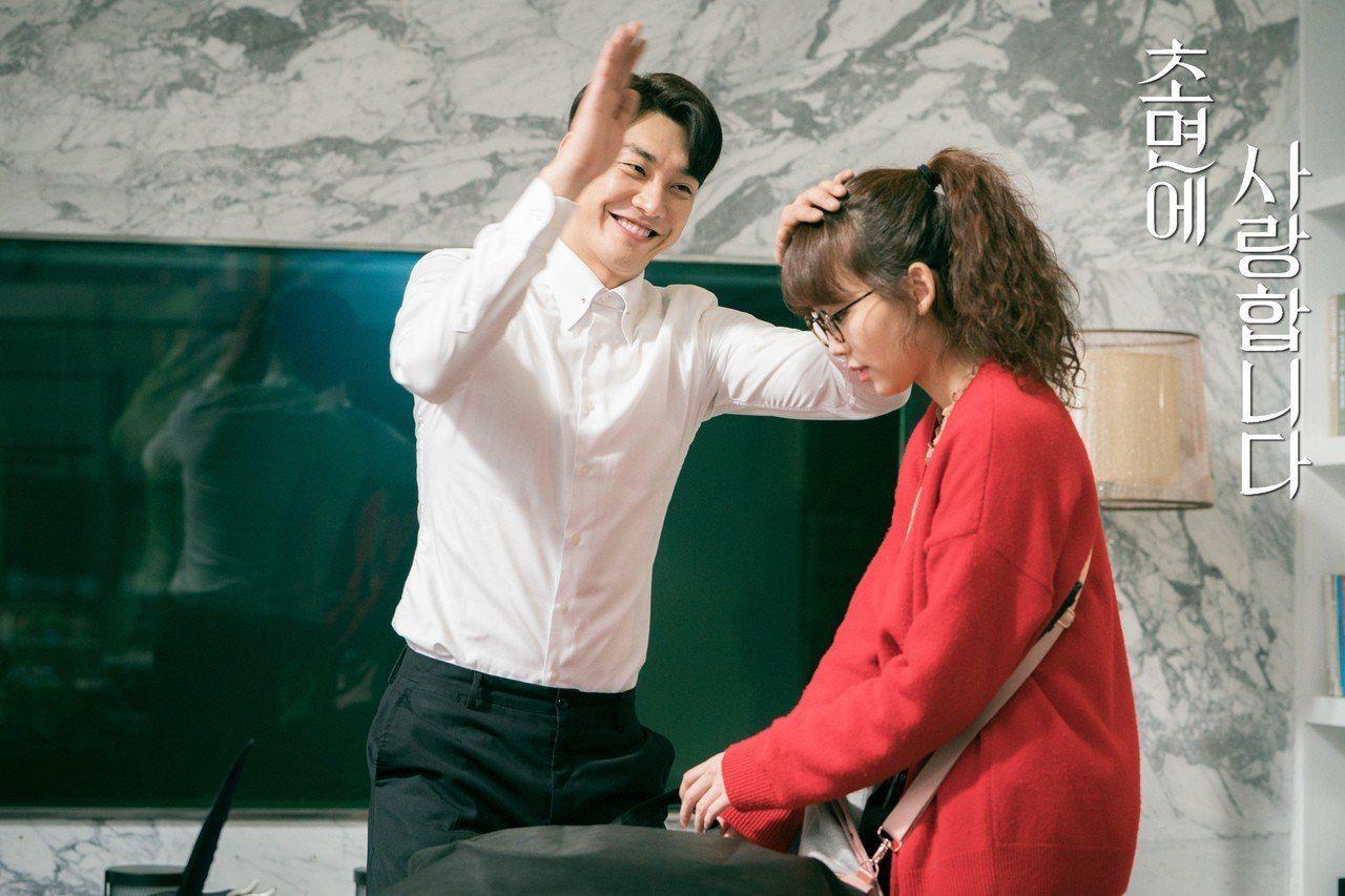 由金英光與秦基周所主演的韓劇《初次見面我愛你》開播後好評不斷,該劇輕鬆、搞笑,非...