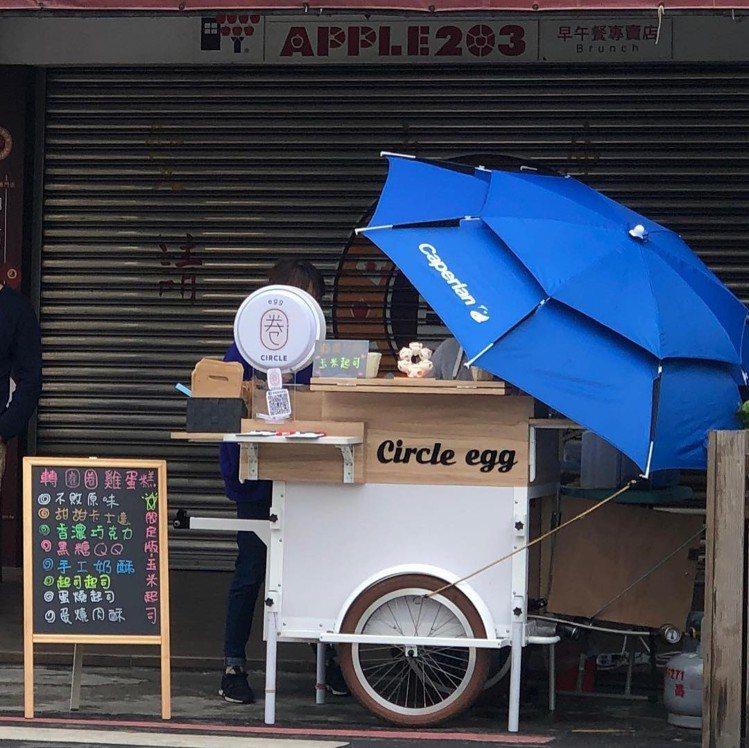 圖/位在台南東區的「轉圈圈雞蛋糕」是今年2月初才試營運的文青餐車。網友money...