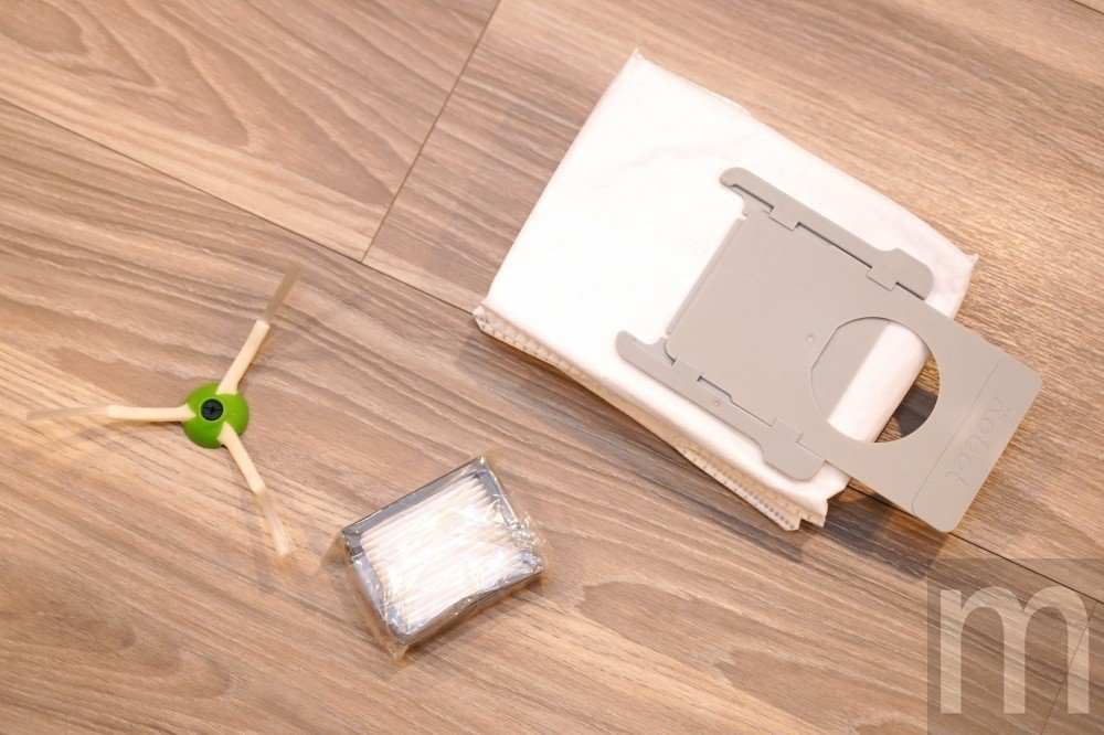 主要會更換耗材:刷頭、過濾濾芯,以及用來蒐集塵屑的拋棄式集塵袋