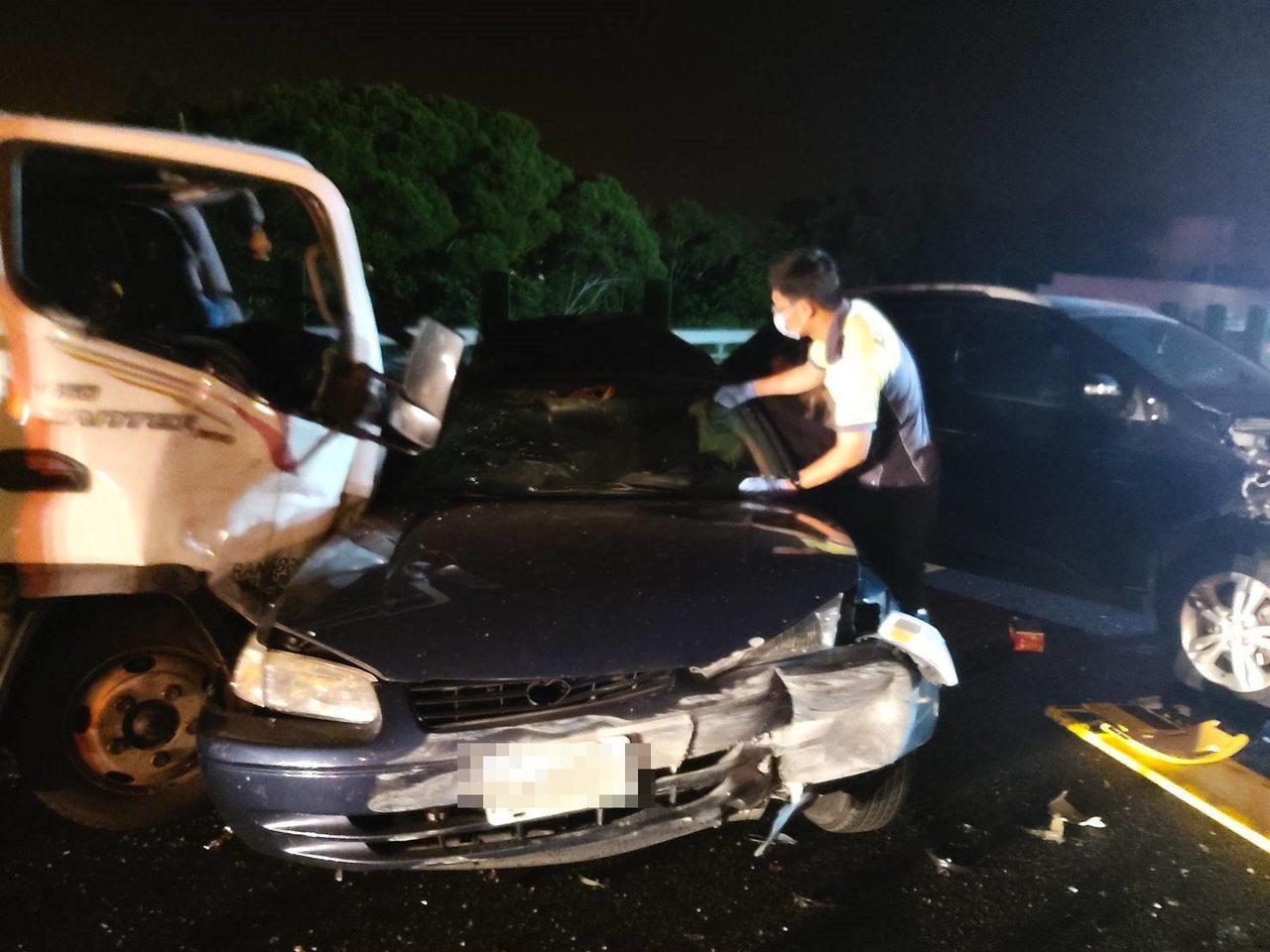 國道三號南下117.9公里竹南路段,昨天深夜11點多發生事故,傳出有2人無生命徵...