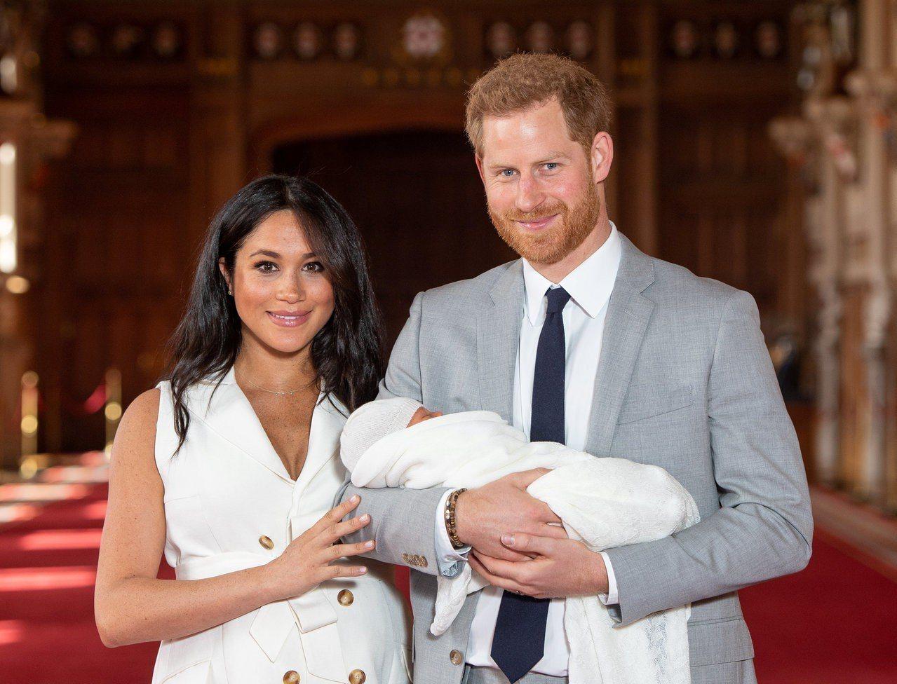 梅根與哈利王子開心抱著兒子現身沒兩天,就成為八卦刊物攻擊抹黑的目標。圖/路透資料...