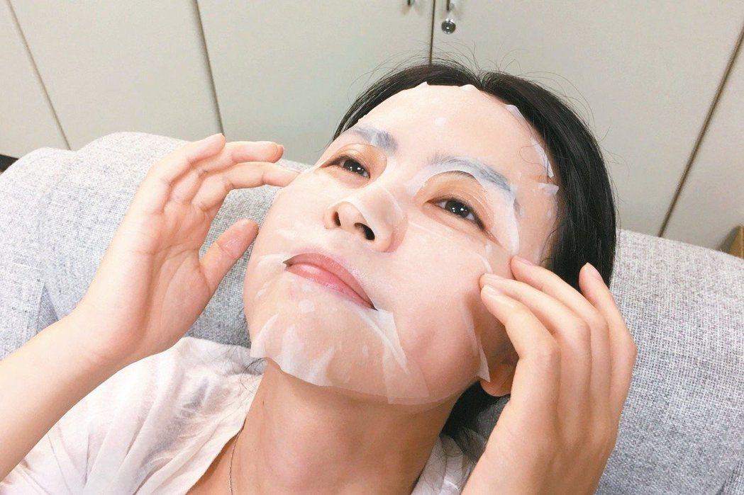 敷完面膜後皮膚比較水嫩、較亮都是正常,但如果宣稱敷完之後「水嫩到透光」,或是一種...