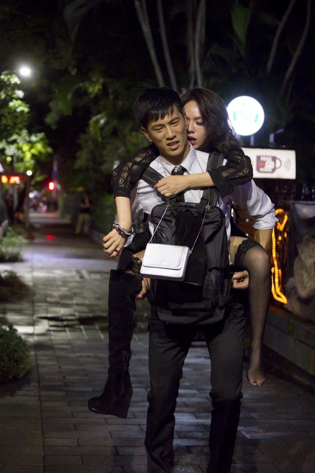 夏于喬酒醉被鍾承翰揹回家。圖/華視提供