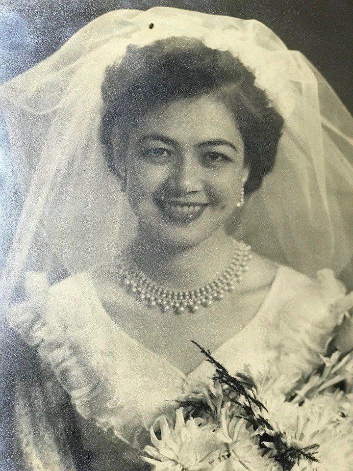 管中閔的母親的婚紗照。圖/擷取自管中閔臉書