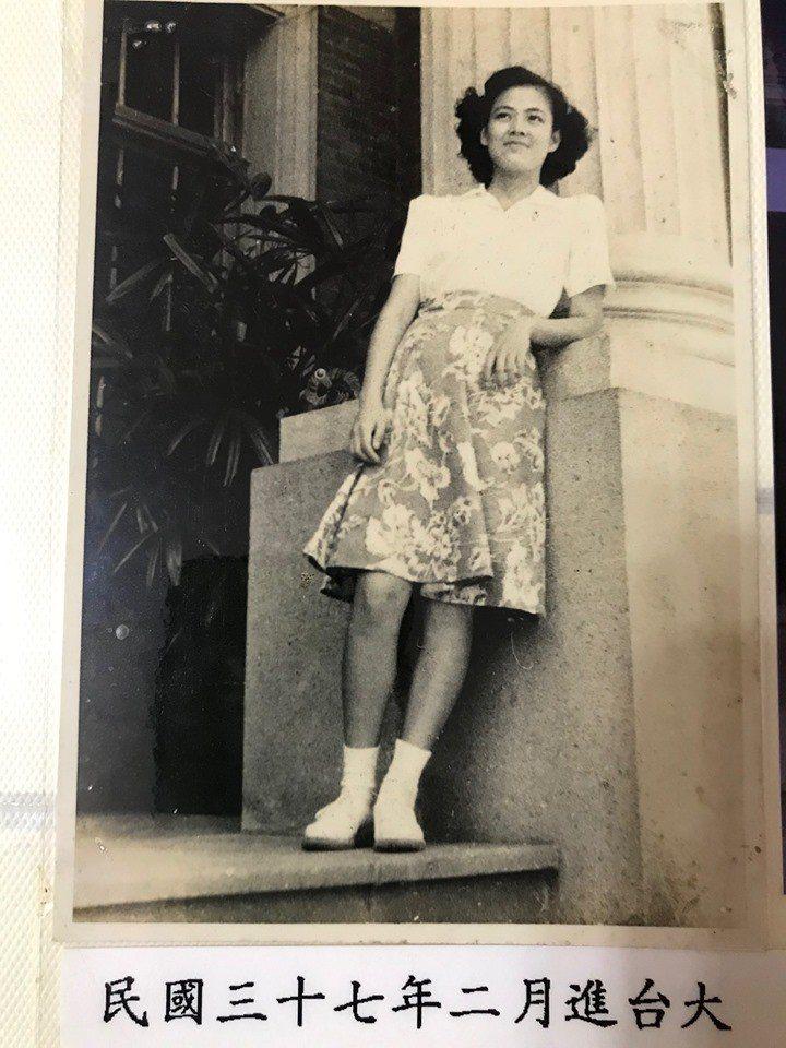 管中閔的母親年輕時的照片。圖/擷取自管中閔臉書