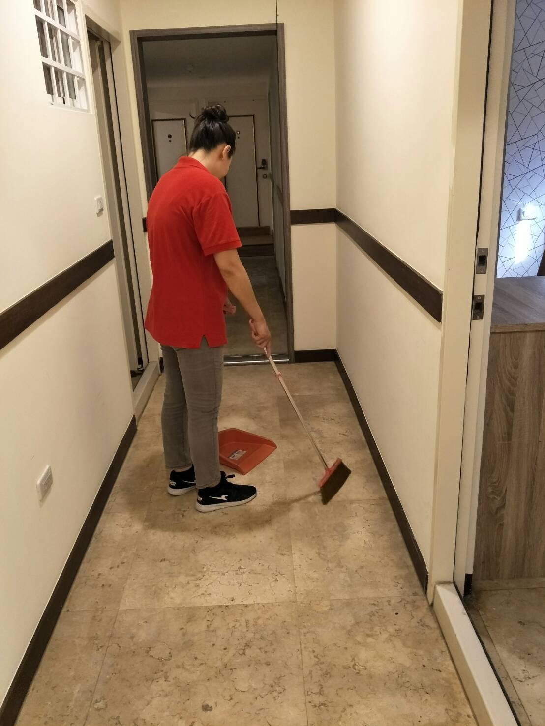 新住民媽媽阿梨在高市就服站個管員協助下,順利找到旅館清潔員工作,紓解家庭經濟困境...