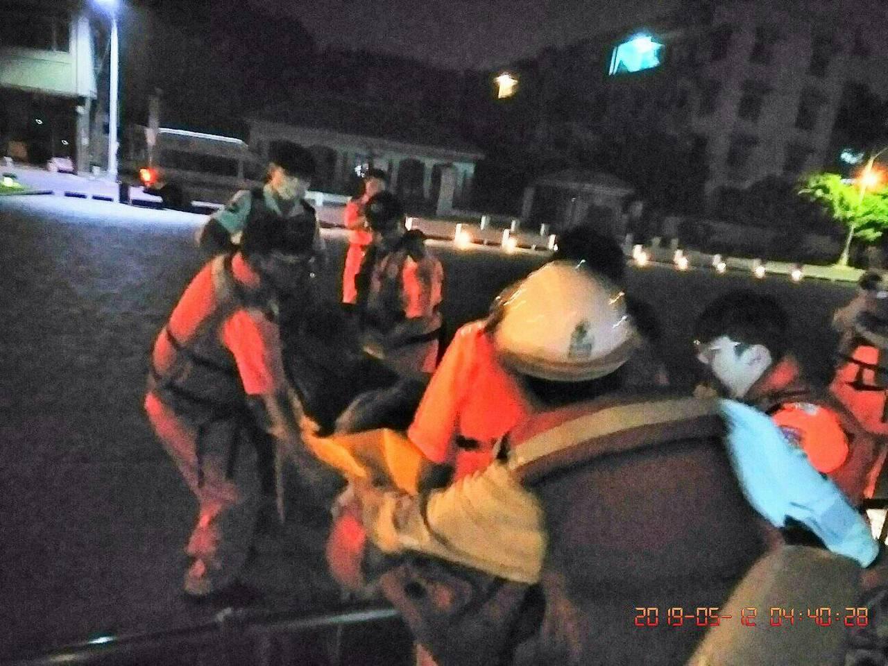 海巡署艦隊分署今天凌晨接獲通報,在高雄港外3.8浬處的新加坡籍油輪「艏大連 BO...